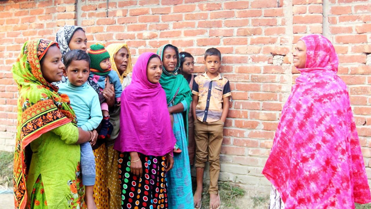 Marufa sköter ekonomin för sex självhjälpsgrupper i Bangladesh